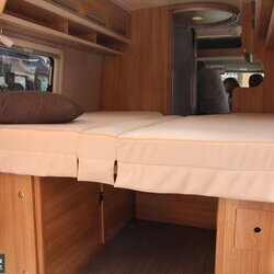 Knaus Lifetime 600 2017 interieur bed.JPG