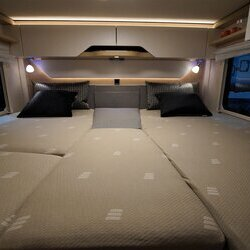 Hymer-BMC-I-600-White Line-05-Lengtebedden (2)-houtdecor-Grand-Oak.JPG
